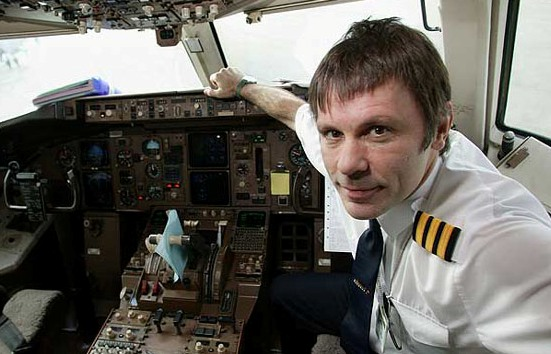 lider_do_iron_maiden_perde_emprego_de_piloto_de_aviao_noticias_mais_acao