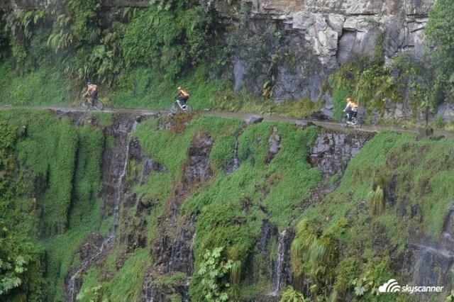 4 - Pedalada na estrada da Morte na Bolívia.