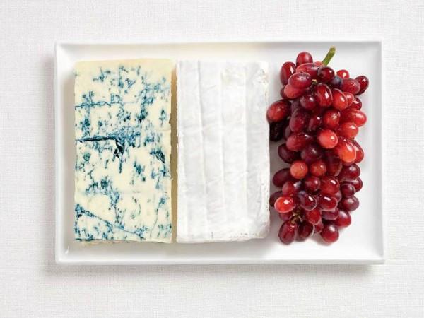 Bandeira da França, feito de queijo azul, brie e uvas.
