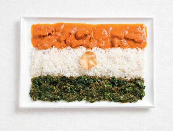 Bandeira da Índia feito de caril, arroz e bolacha pappadum.