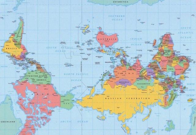 Mapa reverso com Hemisfério Sul na parte superior do mapa (porque a posição do Norte é arbitrária)