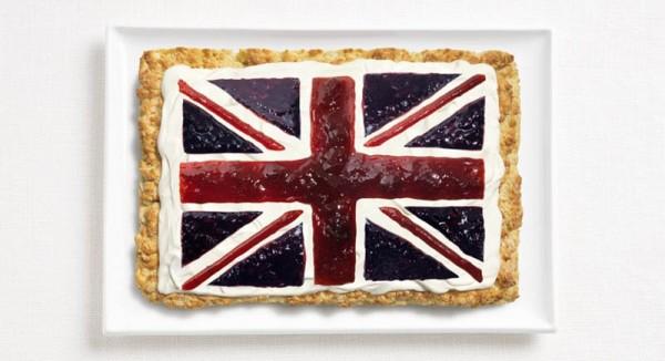 Bandeira do Reino Unido feita a partir de bolinho, creme de leite e compotas.