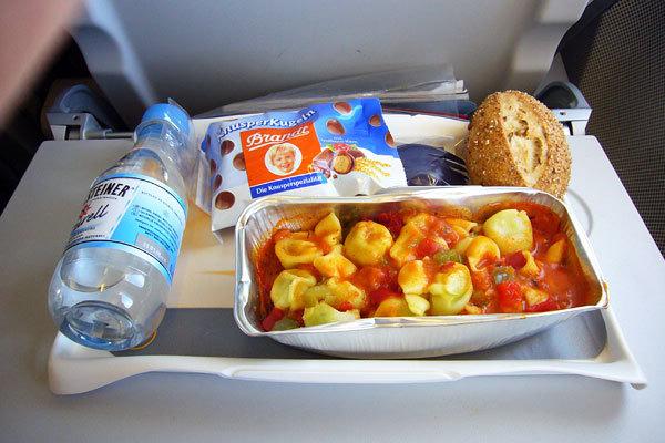 Lufthansa Airlines, Classe econômica, Rota Dubai - Munique2