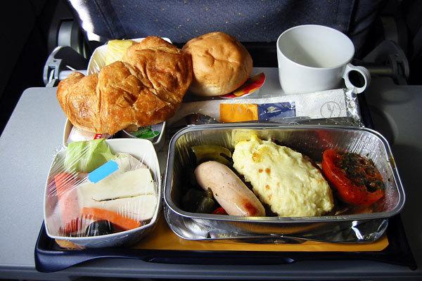 Lufthansa Airlines, Classe econômica, Rota Dubai - Munique3