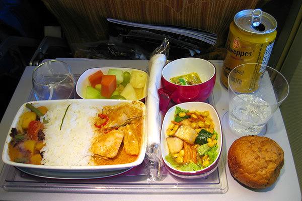 Thai Airways, Classe econômica, Rota Bangkok - Frankfurt.