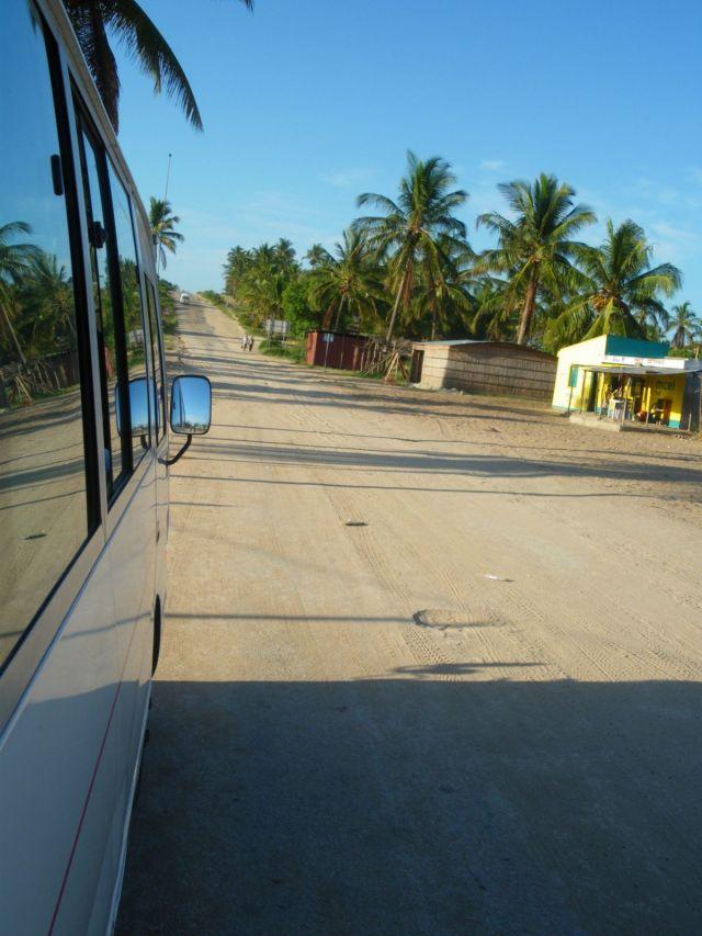 Dentro da chapa, pelas estradas moçambicanas. Foto: Thaís Freitas