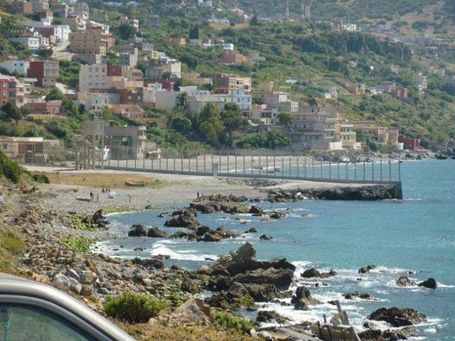 Espanha e Marrocos - Cercas para impedir a imigração ilegal para a Espanha marcam a divisa entre Ceuta e Melilha, duas cidades espanholas totalmente cercadas por Marrocos.